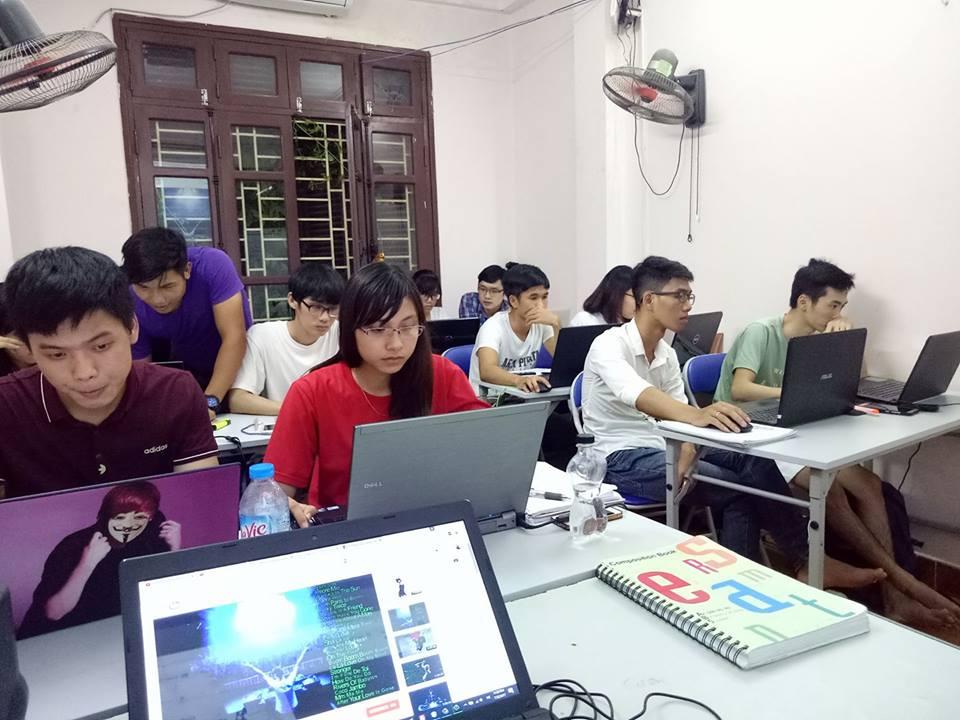 Trong giờ học Trại web 8
